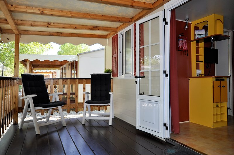 Grand porche couvert