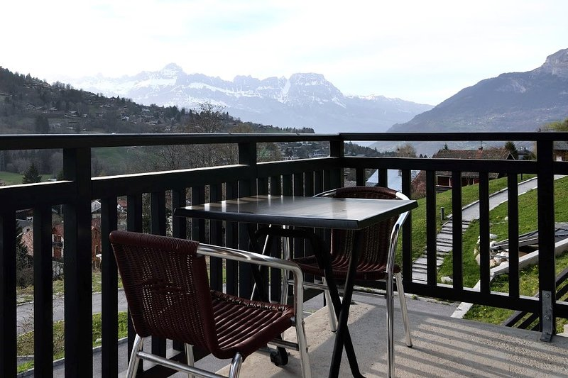 6p apartment comfortable and quiet with free shuttle! Chalet in St Gervais