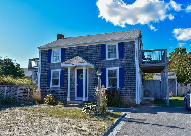 Lovely 4 bedroom beach home with fantastic views of the ocean and salt pond, vacation rental in West Dennis