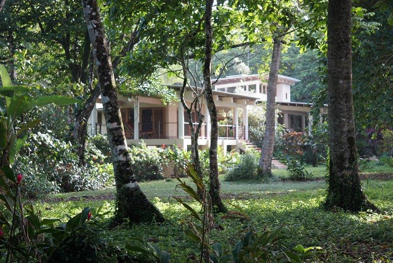 Casa de las Olas-Private Beach Front Villa, location de vacances à Almirante