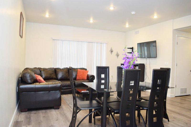 Living room/dining table/tv/multimedia