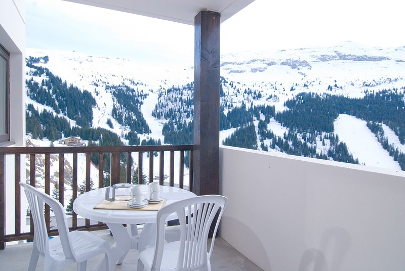Modern apartment with direct access to the ski slopes and jacuzzi on-site Chalet in Flaine