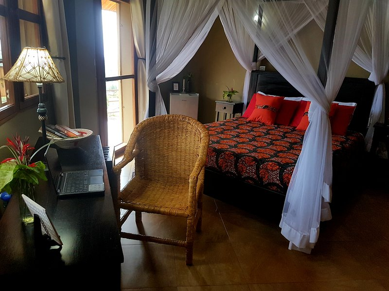 Kingdom View Guest House-Churchill Suite With Balcony View, vacation rental in Mukono