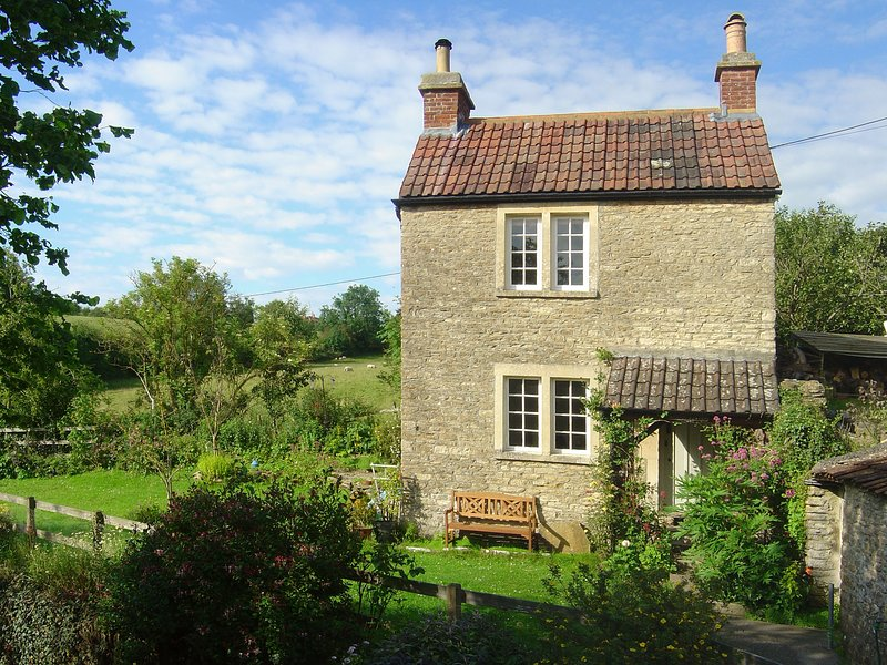 SPRINGFIELD COTTAGE, perfect for couples, Norton St Philip, vacation rental in Babington
