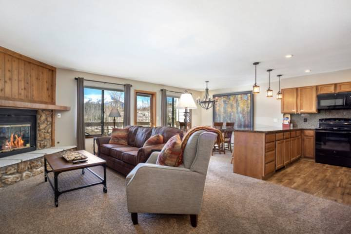 Minutes From it All! Newly Furnished - Mountain Views -Hot Tub - Gas Fireplace Chalet in Arapahoe Basin
