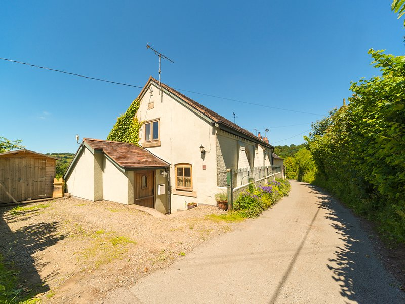 THE OLD CHAPEL, 19th century, semi-detached cottage, woodburning stove, private, holiday rental in Pulverbatch