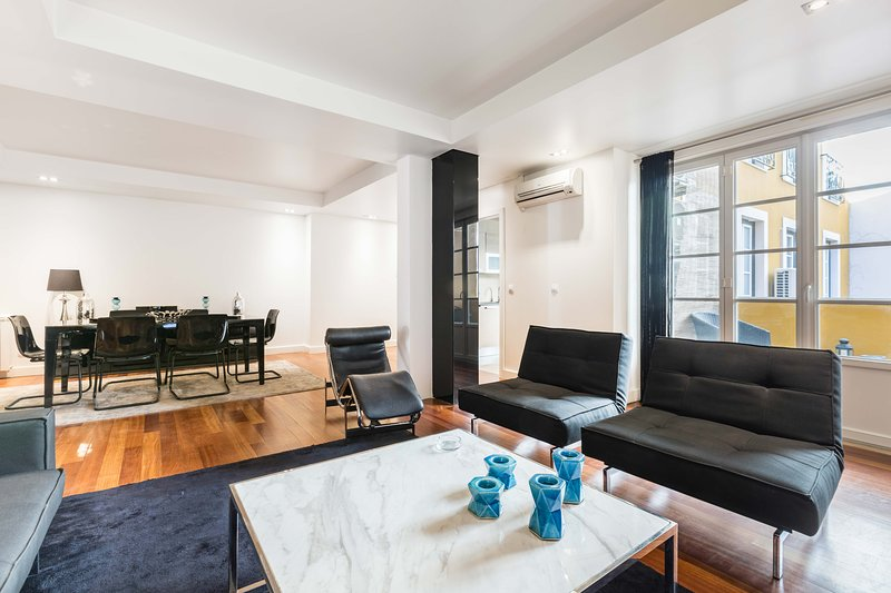 TOTE SER Chiado Deluxe Modern Feel 3 BR Apartment, holiday rental in Lisbon