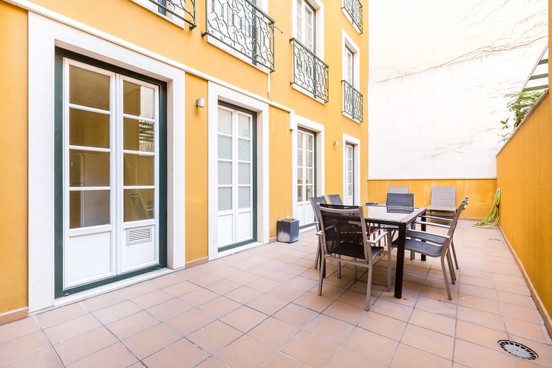 TOTE SER Chiado Deluxe Terrace 3 BR Apartment, holiday rental in Lisbon