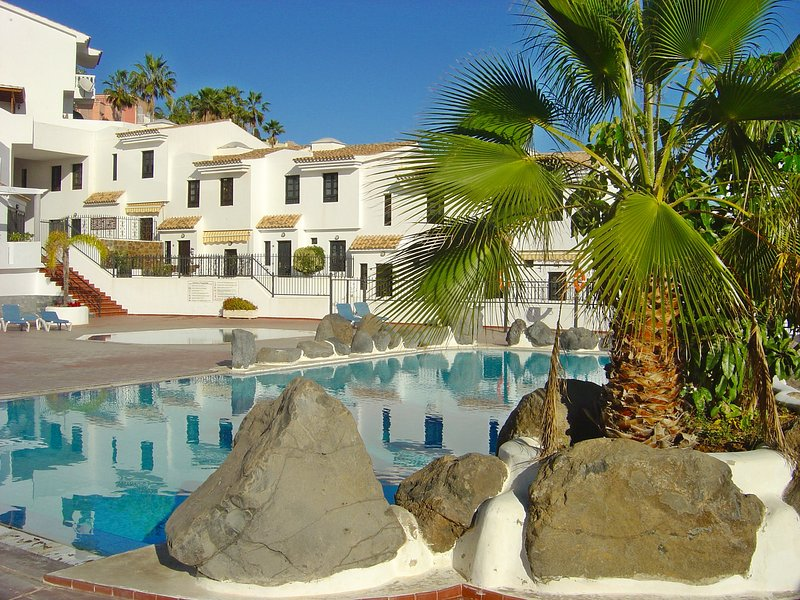 Remarkable 2-Bed House in Chayofa with Pool, holiday rental in Chayofa
