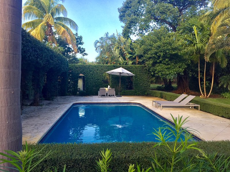 Beautiful Contemporary Pool Home On Extra Large Lot In Soso Updated - Contemporary-west-palm-beach-property