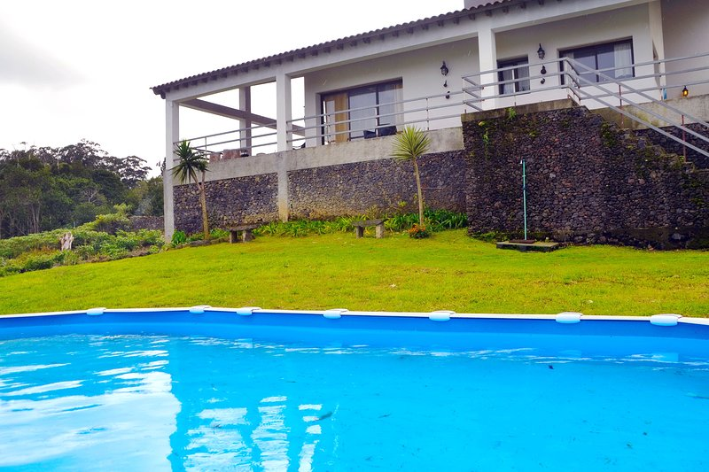 Amazing property with shared pool, Ferienwohnung in Rabo de Peixe