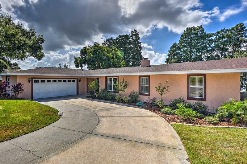 Rentrez dans cette superbe maison de Floride pour une aventure au bord d'un lac!