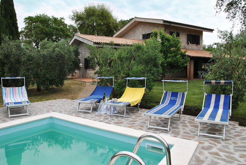 Villa con piscina immersa nel verde, holiday rental in Sperlonga