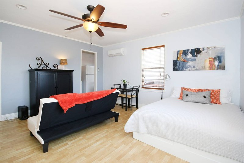 Charming Studio Near Downtown, vacation rental in San Diego