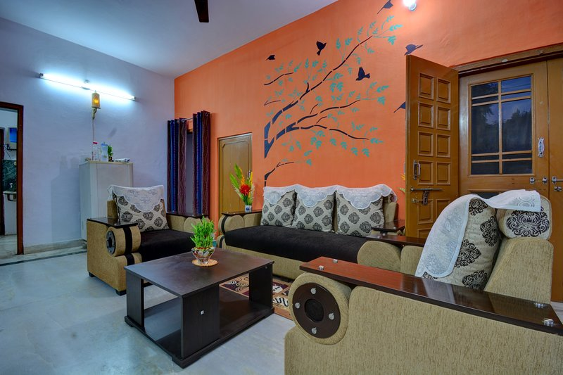 The Pink City Traveler's Home- A 3 Bedroom Home with Breakfast, holiday rental in Durgapura