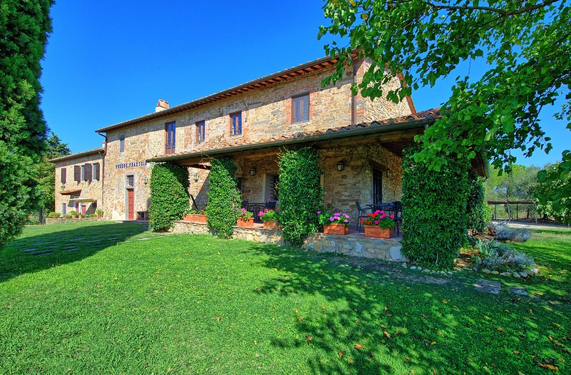 Camaioni Villa Sleeps 18 with Pool and WiFi - 5241409, holiday rental in Poggio alla Malva