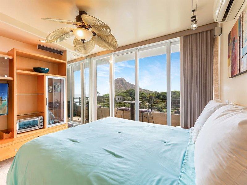 Chic OV Studio w/Kitchenette, Lanai, WiFi, AC, Flat Screen+Ceiling Fan–Waikiki, alquiler de vacaciones en Kahala