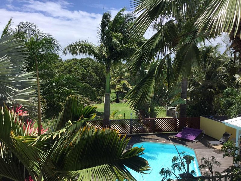 ti case gwada location 'bungalow ti perroquets', holiday rental in Sainte-Anne