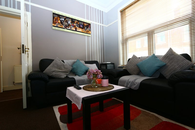 SLEEP 9 + 5 BEDROOMS+IDEAL LOCATION+FREE PARKING, Ferienwohnung in Chorley