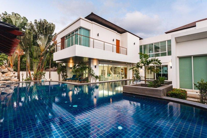 Kyerra Villa -  Giant private pool in Kamala, pool table, ping pong table!, alquiler de vacaciones en Kathu