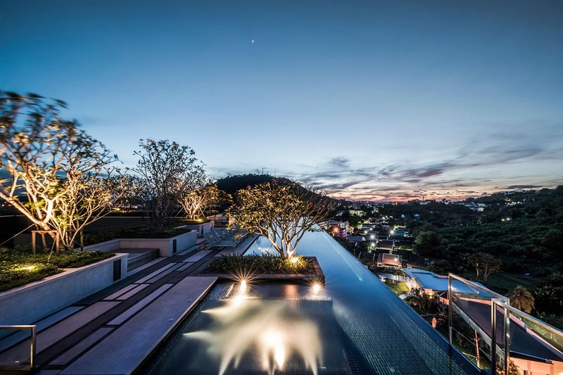 The Base Heights - Phuket town convenient luxury one bedroom apartment, pool, holiday rental in Ban Sam Kong