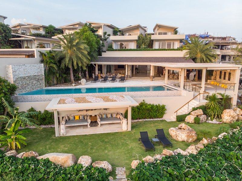 Moonstone - A 6-bed Oceanfront Villa w Sunsets in Best Location on Samui, alquiler vacacional en Plai Laem
