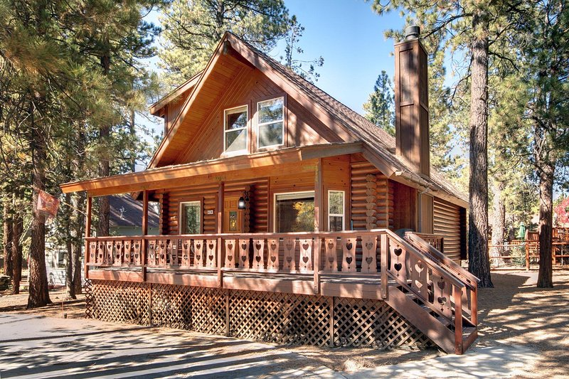 CUBS' CABIN - CHARMING RETREAT IN THE WOODS, location de vacances à Big Bear Lake