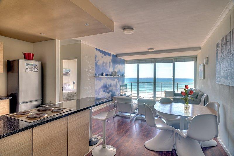 Horizon Bay 702 Beachfront Apartment, holiday rental in Bloubergstrand