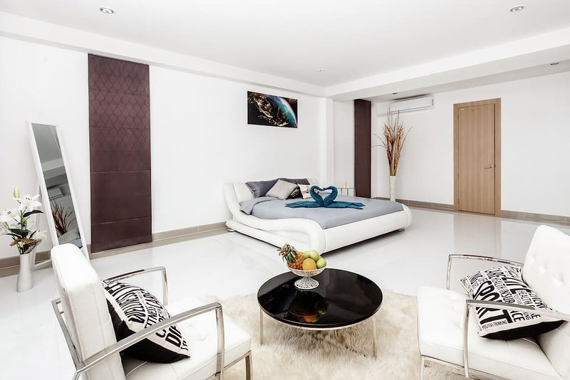 Luxury 5br Pool Villa +FREE Sport & SPA Center_td3, vacation rental in Ban Chang