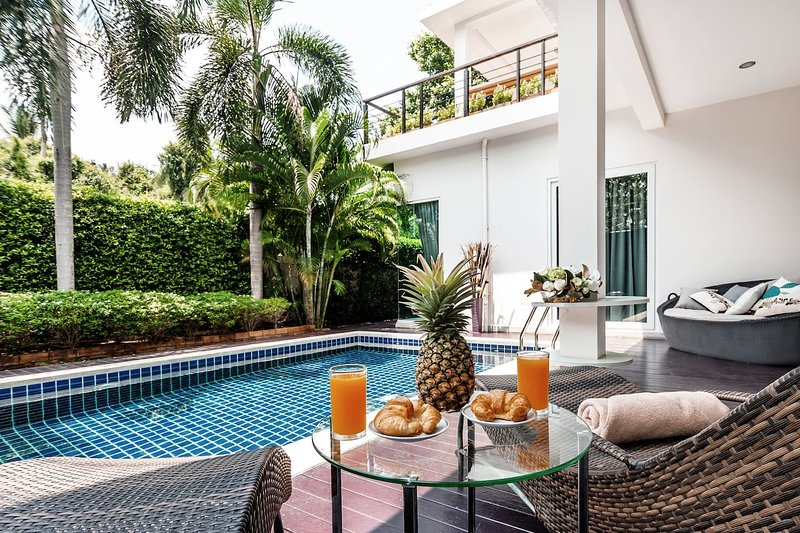 Luxury 5br Pool Villa +FREE Sport & SPA Center_td5, vacation rental in Ban Chang