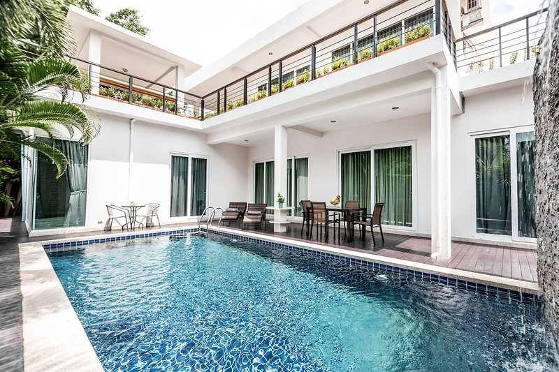 Luxury 5br Pool Villa +FREE Sport & SPA Center_td6, holiday rental in Na Chom Thian