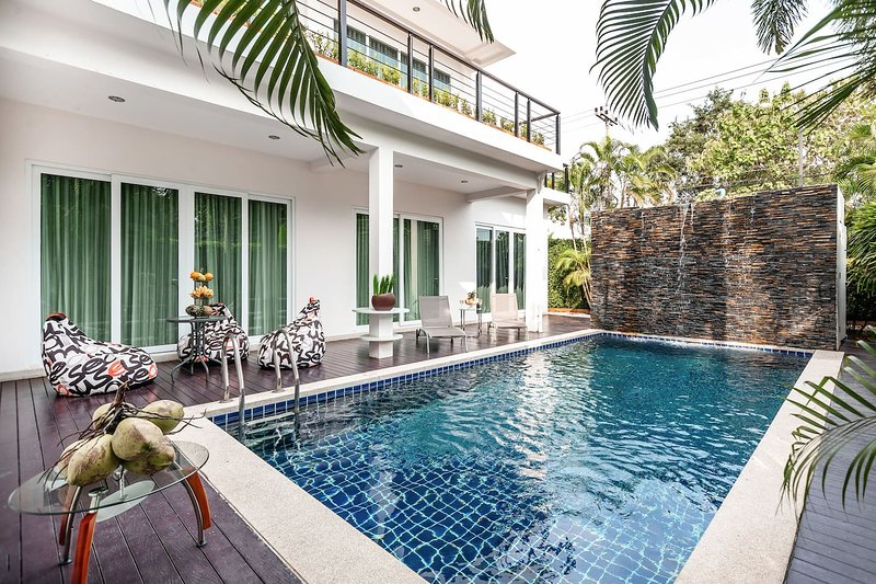 Luxury 5br Pool Villa +FREE Sport & SPA Center_td7, holiday rental in Na Chom Thian