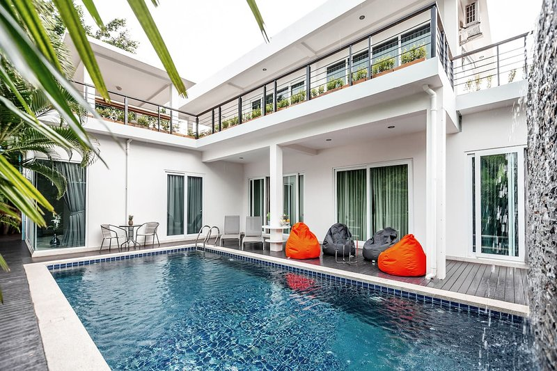 Luxury 5br Pool Villa +FREE Sport & SPA Center_td8, vacation rental in Ban Chang