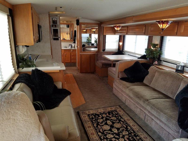 Cozy RV - Gated, WiFi, Pet Friendly, Convenient, alquiler vacacional en Bakersfield