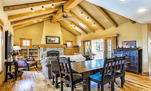 Snow Pine | Tamarack Resort | Sleeps 7, holiday rental in Council