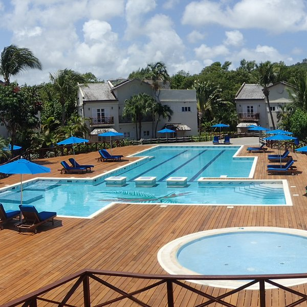 New Listing Poolfront 2 Bed Condo 2mins walk from the beach, holiday rental in Gros Islet Quarter