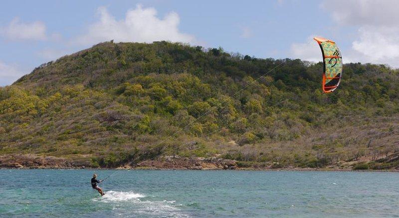 Kite surf su Cas In Bas Beach