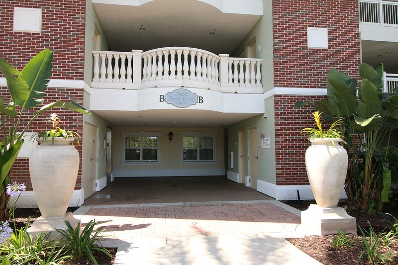 Safe, Secure, Sanitized 3 bed/3 bath condo Reunion Resort near Disney, holiday rental in Reunion