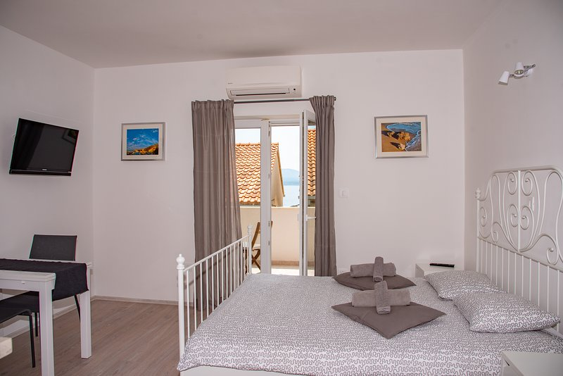 Sea Pearl - Studio Stone SA2****, holiday rental in Bol