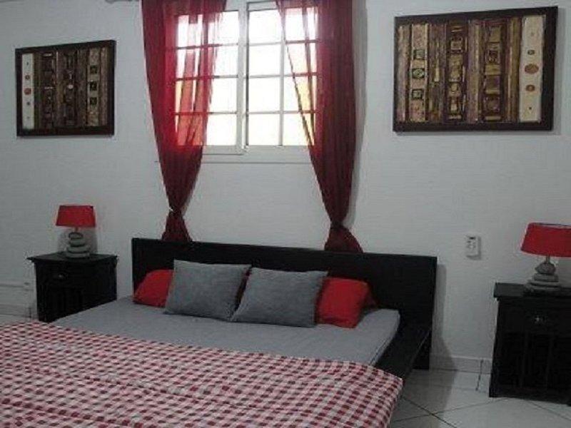 bel appartement à 5 mn de la plage de Grand Anse, holiday rental in Cafeiere