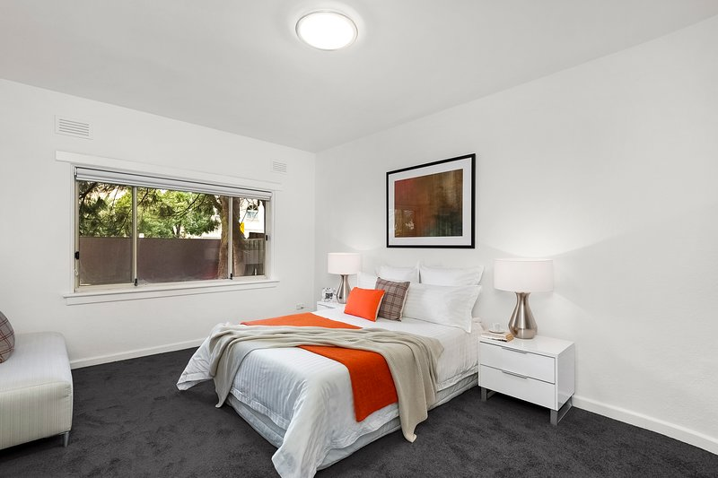 Beachfront apartment, vacation rental in Elwood