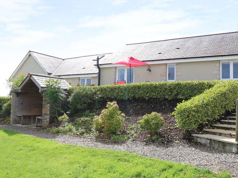 WOODLAND VIEW stylish barn conversion, rural spot, large terrace, shared lawn, location de vacances à Luxulyan