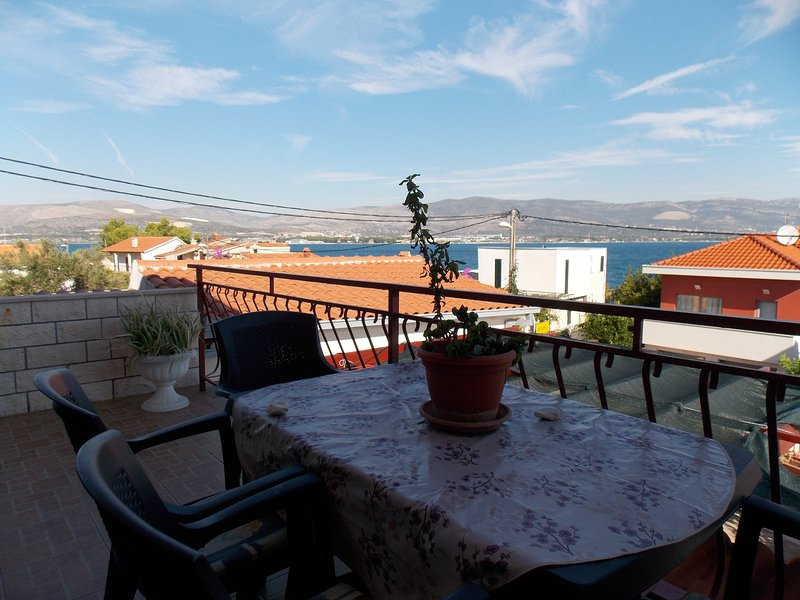 Beachside Apartment Sparmajer A1 with a Terrace and Views, aluguéis de temporada em Slatine