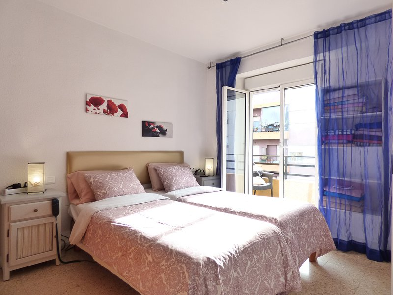 NICE & BRIGHT with LIFT - HOSPITAL AREA, aluguéis de temporada em Castell de Castells