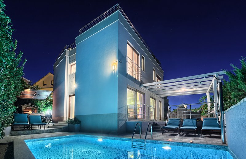 Luxury Villa directly on the Beach, location de vacances à Trogir