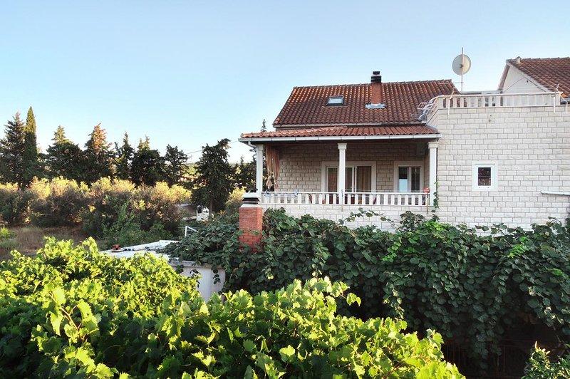Two bedroom apartment Mirca, Brač (A-2838-b), alquiler de vacaciones en Sumpetar