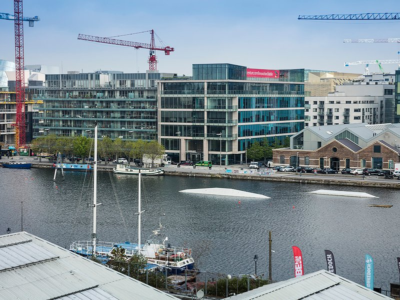 MODERN & LUXURIOUS 2BR-2BA APT IN SOUTH DOCK, vacation rental in Howth