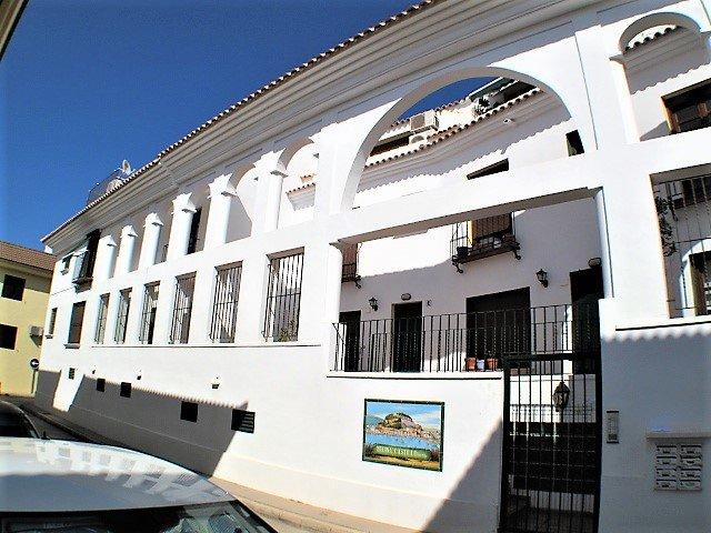 Casa de Castillo,3 bedroom town house in the Old Town, Air Con, WiFi, sleeps 6, holiday rental in Denia