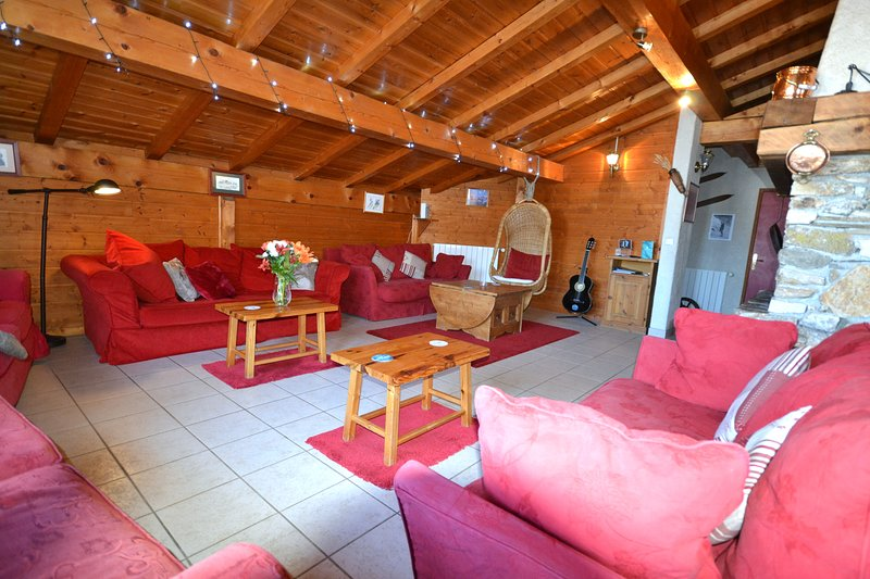 Summer Mountain Chalet, 6 bedrooms, self-catered, fabulous views, holiday rental in Les Coches