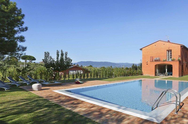 Colle di Compito Villa Sleeps 6 with Pool Air Con and WiFi - 5696086, vacation rental in Colle di Compito